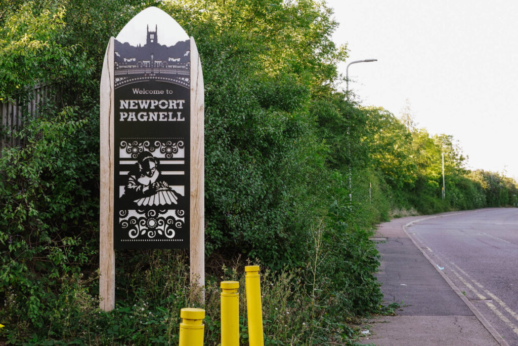 Newport Pagnell Gateway sign representing Lacemaking.